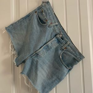 Levis hi rise Denim Shorts!